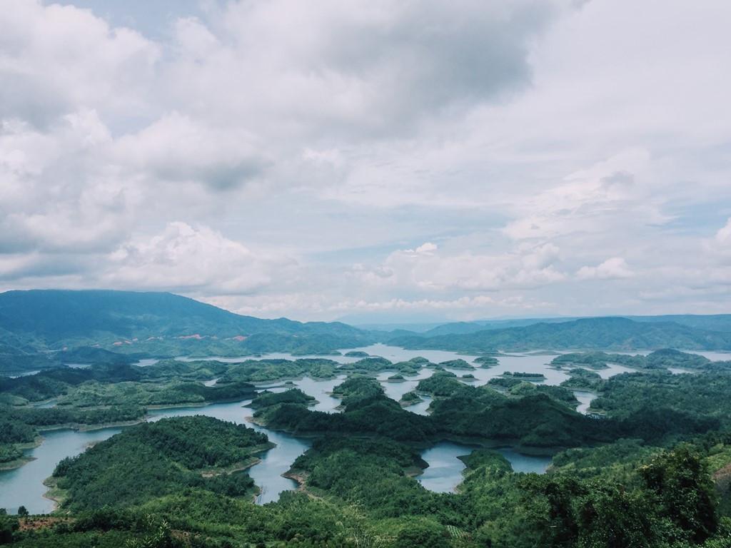 """Check in Hồ Tà Đùng – """"Vịnh Hạ Long"""" ở Tây Nguyên - ảnh 1"""